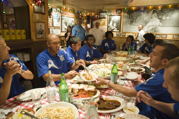 Buca+di+Beppo+Hosts+Pre+Game+Meal+Everton+DwhpdIq9H1vl.jpg